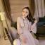 ชุดเดรสยาว ตัวเสื้อผ้าลูกไม้สีครีม คอปก แต่งหน้าอก และเอว ด้วยผ้าถักโครเชต์สีครีม สวยมากๆ thumbnail 5