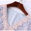 ชุดเดรสลูกไม้ ลายดอกไม้โทนสีฟ้าและชมพูผสมกัน คอวี หน้าอกเสื้อ คอเสื้อและเอว แต่งด้วยผ้าถักโครเชต์ thumbnail 6