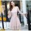 ชุดเดรสลูกไม้ สีชมพู ดีไซน์สวยมากๆ ครับไหล่และช่วงเอวคาดด้วยผ้าริบบิ้นไขว์กัน thumbnail 10