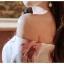 ชุดเดรสสั้น ผ้าโพลีเอสเตอร์ผสมพื้นสีขาว พิมพ์ลายดอกกุหลาบสีชมพูกะปิ thumbnail 11