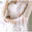 ชุดเดรสลูกไม้ ลายดอกไม้สีขาวขอบดอกไม้เป็นเส้นสีดำ ช่วงลำตัว ยกเว้นแขนเสื้อซับในด้วยผ้า spandex เนื้อนุ่มสีครีม thumbnail 10