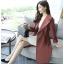 เสื้อสูทตัวยาว ผ้าโพลีเอสเตอร์ผสม สีน้ำตาลอิฐ แขนยาว ปลายแขนเสื้อจั๊ม คอปก thumbnail 10