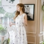 ชุดเดรสเกาหลี ผ้าซาตินเนื้อนิ่ม เงาสวย แขนกุด พื้นสีขาว พิมพ์ลายดอกไม้โทนสีขาว เดรสเข้ารูปช่วงเอว thumbnail 3