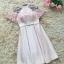 ชุดราตรีสั้นสุดหรู ผ้าซาตินสีชมพู ตัวเสื้อแขนกุด มีผ้าโปร่งเดินริบบิ้นหยักตามแบบสีชมพู thumbnail 5