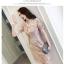 ชุดเดรสสวยๆ ตัวชุดผ้าโปร่งเนื้อละเอียดสีครีม ตัวผ้าเดินเส้นผ้าริบบิ้นสีครีมโค้งหยักตามแบบ thumbnail 5