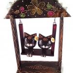 ตุ๊กตาไม้แมวคู่บนชิงช้า แบบ A