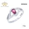 แหวนทองคำขาว ประดับเพชร CZ แหวนพลอยทรงรูปไข่สีชมพู ล้อมรอบฝังเพชรกลมขาว ดีไซน์หรูดูภูมิฐานใส่ได้ตลอดเวลา