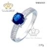 แหวนทองคำขาว ประดับเพชร CZ แหวนชูประดับพลอยทรงกลมเหลี่ยมเกสรสีน้ำเงิน บ่าฝังเพชรCZเรียง 1 แถว ดีไซน์สวยหรูดูแพง สวมใส่มิกซ์แอนด์แมตช์เข้ากับโอกาสต่างๆ