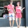 ชุดคู่รัก เสื้อคู่รัก เสื้อคู่รักเกาหลี ชุดเดรสคู่รักสีชมพูอ่อน ผู้ชายเสื้อยืดโปโล + ผู้หญิงหญิงเดรสแขนกุดมีดีเทลลูกไม้ที่เอว ผ้านิ่ม ใส่สบาย