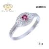 แหวนทองคำขาว ประดับเพชร CZ แหวนฉลุทรงมาร์คีย์ ประดับพลอยกลมเหลี่ยมเกสรสีชมพู ล้อมรอบเพชรกลมขาว ดีไซน์สวยเพิ่มความโดดเด่นให้กับเรียวนิ้ว ให้ลุคของคุณดูสง่า