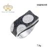 แหวนเงิน ประดับเพชร CZ แหวนดีไซน์เก๋ไก๋ดูแปลกตา โดดเด่นด้วยการฝังเพชรผสมผสานระหว่างเพชรกลมดำและเพชรกลมขาว หรูหรามากคุณสาวๆ ต้องตกหลุมรักแน่นอน