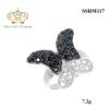 แหวนเงิน ประดับเพชร CZ แหวนผีเสื้อ ปีกบนฝังเพชรกลมดำ ปีกล่างฝังเพชรกลมขาว ก้านแหวนเรียว สวยเก๋มีสไตส์ แนวน่ารักๆ หวานๆ