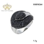 แหวนเพชร ประดับ เพชรCZ แหวนทรงกลีบดอกบัวหน้าแหวนใหญ่ ฝังเพชรกลมดำนวนมาก ผ่านการเจียระไนอย่างประณีต สวยหรูดูแพง งานเวอร์วังอลังการ ใส่ติดนิ้วได้ทุกงาน