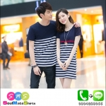 ชุดคู่รักเกาหลี เดรสคู่รัก ผู้ชายเสื้อคอกลมสีกรมท่า ผู้หญิง เดรสแขนสั้น สีกรมท่า ต่อช่วงอกด้วยประโปรงลายขวาง สีขาวดำ
