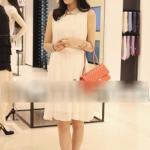 ชุดเดรสชีฟองสีขาว แขนกุด คอบัว แฟชั่นสไตล์เกาหลี