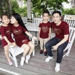 เสื้อครอบครัว ชุดครอบครัว ผ้าเนื้อนิ่ม มาครบ พ่อ แม่ ลูกสาว ลูกชาย : สีแดงเลือดหมู