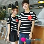 เสื้อคู่ เสื้อคู่รัก ชุดคู่รัก เสื้อยืดคู่รัก ผู้ชาย +ผู้หญิง เสื้อยืดคอกลมลายขวางสีขาวพื้นสีดำ ผลิตจากผ้า cotton 100% สกรีนลายลายดาวสีแดงสด