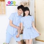 เสื้อคู่ เสื้อคู่รัก ชุดพรีเวดดิ้ง ชุดคู่รัก เสื้อคู่รักเกาหลี เสื้อผ้าแฟชั่น ผู้ชาย เสื้อเชิ๊ตแขนสั้น สีฟ้าอ่อน สกรีนลายลูกไม้สีขาว ผู้หญิง เดรสแขนสั้น กระดุมกลาง สีฟ้าอ่อน สกรีนลายลูกไม้สีขาว