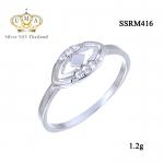 แหวนทองคำขาว ประดับเพชร CZ แหวนฉลุทรงมาร์คีย์ ดีไซน์สวยลุคสาวไตล์ลุยๆ มีลักษณะเรียบง่ายแต่แฝงความโมเดิร์นคลาสสิก