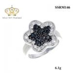 แหวนเพชร ประดับ เพชรCZ แหวนดอกไม้ฝังเพชรกลมดำ ล้อมรอบเพชรกลมขาว ก้านแหวนเรียวเล็ก ลงตัวมากๆ กรี้ดเลยขอบอก ทั้งสวย ทั้งเก๋ได้ในวงเดียว ไม่ผิดหวังแน่นอน
