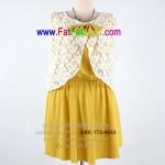 f046-45-50-ชุดเดรสไซส์ใหญ่แขนกุด ผ้าหางกระรอก สีเหลือง ตัวเสื้อเย็บทับด้วยผ้าลูกไม้สีขาว พร้อมแต่งโบว์ช่วงอก ยางยืดช่วงเอว สวยหวานๆค่ะรอบอก 50 นิ้ว