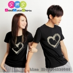เสื้อคู่ เสื้อคู่รัก ชุดคู่รัก  เสื้อยืดคู่รัก ผลิตจากผ้า cotton 100% ผู้ชาย +ผู้หญิง เสื้อยืดสีดำ   สกรีนลายหัวใจตรงหน้าอก