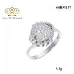 แหวนทองคำขาว ประดับเพชร CZ แหวนทรงกลมฝังเพชรกลมขาว เพิ่มดีไซน์ก้านบิดเล็กน้อย ใส่ออกงานสุดหรู