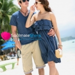 ชุดคู่รัก เสื้อคู่รักเกาหลี เสื้อผ้าแฟชั่น ชุดคู่รักชายทะเล ชายเสื้อคอวีสีน้ำเงินกรมท่า หญิงเดรสเกาะเอกสีน้ำเงิน มีระบายจีบสองชั้นที่ช่วงอก