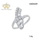 แหวนเพชร ประดับ เพชรCZ แหวนดีไซน์หรูเรียบดูดี เพชรกลมประดับเคียงคู่เพชรสี่เหลี่ยมไล่ระดับกัน สวยขาดเริศๆ มีเอกลักษณ์มากงานออกแบบ โดดเด่นไม่เหมือนใคร