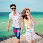 เสื้อคู่ เสื้อคู่รัก ชุดคู่รัก เดรสคู่รักเกาหลี เสื้อผ้าแฟชั่นคู่รัก ผู้ชาย-เสื้อโปโลสีพื้นขาว ลายเส้น coulorful + ผู้หญิง –เดรสคอโปโล แขนกุด สีสันลายเส้น coulorful สีสว่างตัดกับลายเส้นสีสดใส น่ารัก