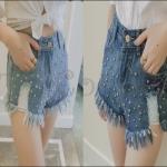 PRE-ORDER กางเกงยีนส์แฟชั่นใหม่ กางเกงยีนส์ขาสั้นเอวสูงปักหมุดโลหะปลายลุ่ย ออกแบบทรงตรงเก๋ๆ