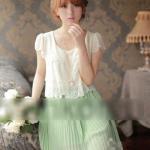 ชุดเดรส เสื้อสีครีมขาว กระโปรงเขียวอ่อน/ สีชมพู ดูสวยมากคะ เป็นยางด้านหลังสม็อค สามารถ ใส่ได้ทุกโอกาสคะ