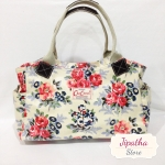 กระเป๋าถือ สะพายไหล่ Chalita wu สีขาว ลายดอกไม้แดง