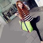 กระเป๋าแฟชั่น สีสะท้อนแสง เทรนเกาหลี