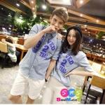 เสื้อคู่ เสื้อคู่รัก ชุดพรีเวดดิ้ง ชุดคู่รัก เสื้อคู่รักเกาหลี เสื้อผ้าแฟชั่น ผู้ชาย+ผู้หญิง เป็นเสื้อเชิ๊ตแขนสั้นสีฟ้าอ่อน สกรีนลายเก๋ไก๋