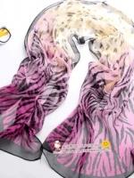 ผ้าพันคอผ้าPolyester+ผ้าไหม เสือดาวสีม่วง ( รหัส P93 )