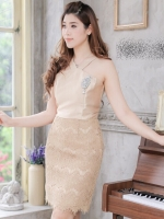 พร้อมส่ง-ไซส์ M / L ชุดไปงานแต่งงาน ชุดออกงานสีทอง ผ้าไหมอิตาลี+ผ้าลูกไม้ คอวี แขนกุด ทรงเอเข้ารูป