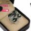 แหวนเงิน ประดับเพชร CZ หน้าแหวนลายใบไม้ 5 ใบ ก้านฝังเพชรขาว ใบฝังเพชรสีดำแหวนไขว้กันสลับบนล่าง ดีไซน์เก่ดูแปลกตา thumbnail 2